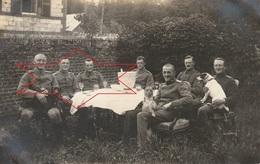 CP Photo 1917 PARPEVILLE (près Ribemont) - Officiers Allemands, Chien (A218, Ww1, Wk 1) - Other Municipalities