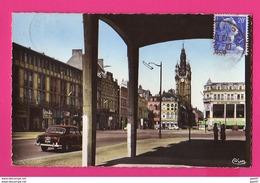 CPSM PF (Ref Z1162) (59 NORD)   DOUAI  La Place D'Armes (traction, 403) - Douai