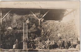 CPA CARTE PHOTO MOISSONNEUSE BATTEUSE  PRESSAGE PAILLE BP - Tracteurs