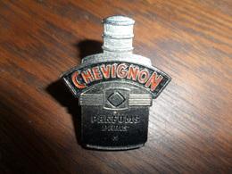 ANCIEN PIN'S PARFUM / CHEVIGNON PERFUMES PARIS - Toebehoren