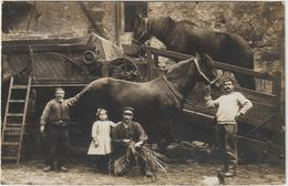CPA CARTE PHOTO  BATTAGE A LA TREPINEUSE TRES BEAU PLAN RARE - Tractores