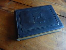 Vers 1850 Album Ancien Pour Photos De Famille ,compartiments épais Pour Photos à Insérer -couverture En Croûte De Cuir - Autres Collections