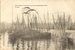 29 - CONCARNEAU -Les Bateaux Sardiniers Au Bassin Par Gros Temps Au Large  257 - Concarneau