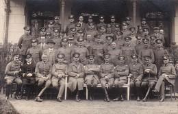 AK Foto Gruppe Deutsche Soldaten - Abzeichen Orden - 1. WK (45660) - Guerre 1914-18