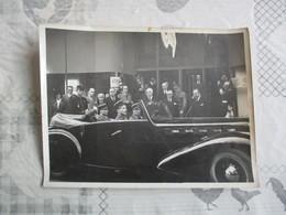GENERAL QUITTANT LES PERSONNALITES DANS SA VOITURE PHOTO AGENCE PHOTOGRAPHIQUE A.B.C PARIS 24cm/18cm - Personalidades Famosas