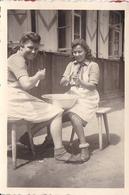 PHOTO ORIGINALE 39 / 45 WW2 WEHRMACHT ALLEMAGNE BRAMBERG JEUNES FILLES ALLEMANDES EN TENUES DES B.D.M CORVÉE DE PATATES - Guerra, Militares