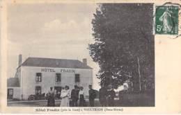 79 - VOULTEGON : Café Hotel FRADIN ( Animation Automobiles ) CPA Village ( 560 Habitants) - Deux Sèvres - Francia