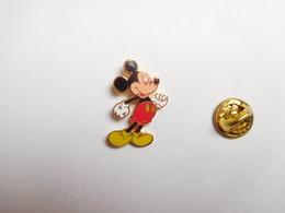 Beau Pin's En EGF , Disney , Mickey , Chaussures Jaunes , 25 Mm De Haut - Disney