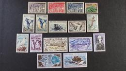 TAAF - Lot De 16 Timbres * Et ** - Collections, Lots & Séries