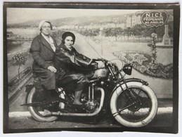 Belle Photographie Moto Triumph 3HW ?? Années 30-40 Montage Photo Nice Promenade Des Anglais 2 Femmes Photographe - Other