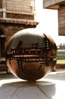 CPM - DUBLIN - TRINITY COLLEGE LIBRARY - Oeuvre De ARNALDO POMODORO ... - Sculptures