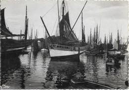 AU PAYS BRETON En Attendant Le Départ Pour La Pêche - France