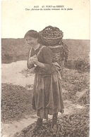 Dépt 14 - PORT-EN-BESSIN - Une Pêcheuse De Moules Revenant De La Pêche - (Éditeur : A. Dubosq, édit., N° 43) - Port-en-Bessin-Huppain