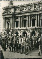 CPSM - Libération De Paris - Prisonniers Allemands Place De L'Opéra, Très Animé - Weltkrieg 1939-45