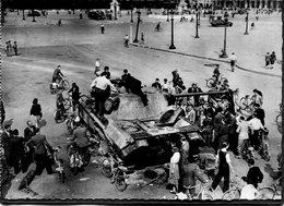 CPSM - Libération De Paris - Char Allemand Détruit Place De La Concorde, Très Animé - Weltkrieg 1939-45