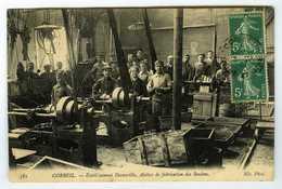 91 . CPA . CORBEIL . Etablissement DECAUVILLE Atelier De Fabrication Des Boulons . Usine .  Belle Animation . - Corbeil Essonnes