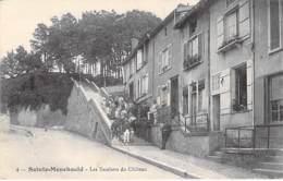 51 - SAINTE MENEHOULD : Les Escaliers Du Chateau ( Animation )  CPA Village (4.100 Habitants) - Marne - Sainte-Menehould