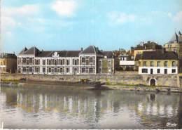91 - CORBEIL ESSONNES : Bords De Seine Et Ecole Jacques Bourgoin - CPSM Dentelée Colorisée Grand Format - Essonne - Corbeil Essonnes