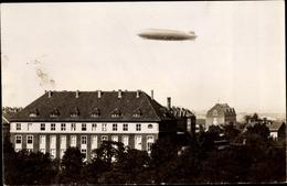 Photo Cp Erfurt In Thüringen, Krankenhaus, Außenansicht Mit Zeppelin - Allemagne