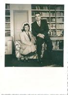 Photo Originale Couple Intérieur Bibliothèque - Personnes Anonymes