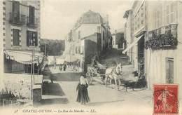 CPA 63 Puy-de-Dôme Châtel-Guyon La Rue Du Marché - Attelage - Châtel-Guyon