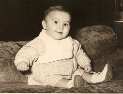PHOTO ORIGINALE 12,8 X 17,8 Cm DÉCEMBRE 1953 - PETIT GARCON OU PETITE FILLE  - BÉBÉ BABY - ZOOM - Persone Anonimi
