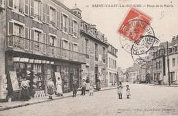 Place De La Mairie - Saint Vaast La Hougue