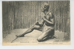 ETHNIQUES ET CULTURES - AFRIQUE - MADAGASCAR - Guerrier Bara - Africa