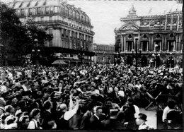 CPSM - Libération De Paris - La Foule Place De L'Opéra Après La Prise De La Kommandantur, Très Animé - Weltkrieg 1939-45
