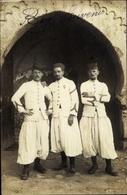 Photo Cp Drei Französische Zuaven In Weißen Uniformen - Unclassified