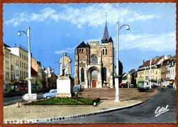 27  CPSM   LE NEUBOURG   Eglise Saint-Paul      Voitures...  Très Bon état - Le Neubourg