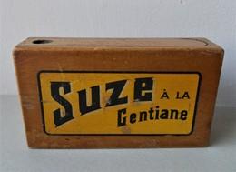 - BOITE A JEU DE CARTES - SUZE à La Gentiane - - Cartes à Jouer