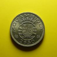 Portuguese Moçambique 2 1/2 Escudos 1954 Varnished - Portugal