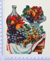 CHROMO DECOUPIS ANCIEN  ...H..: 12 Cm.....TABLE DRESSÉE AVEC DES FRUITS...RAISINS...CARAFE DE VIN - Découpis