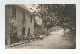 15 Cantal  Vieillevie La Place Animée Bruel Aubergiste - Other Municipalities