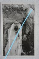 Photo Exhumation ? Post Mortem Circa 1945-50 Enterrement ? Mort Cadavre Burried Cercueil Coffin - Photos