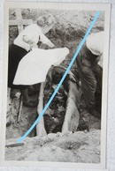 Photo Exhumation ? Post Mortem Circa 1945-50 Enterrement ? Mort Cadavre Burried Cercueil Coffin - Photographs