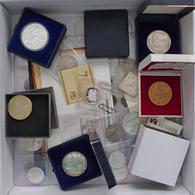 Münzen Lot Mit Circa 25 Medaillen Auch Silber Dazu Div. Notgeldmünzen Und Wertmarken Spannende Fundgrube I-II - Ohne Zuordnung