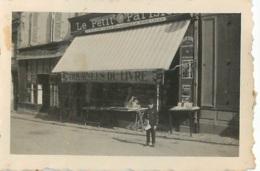 COMMERCE LIBRAIRIE AVEC  A COTE CAFE RESTAURANT E. LAVILLE  PHOTO ORIGINALE FORMAT 6.50 X 4.50 CM - Orte