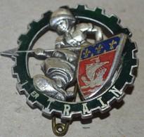 Rare Insigne 1° Régiment Du Train - Armée De Terre