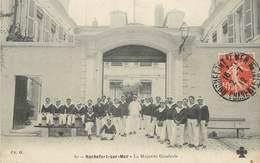 """/ CPA FRANCE 17 """"Rochefort Sur Mer, La Majorité Générale"""" - Rochefort"""