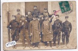 TROYES- CARTE-PHOTO- FIERS SOLDATS DU 37 EME- CARTE EXPEDIEE 10.7.1910 DE BERULLES A 8H20 RECU A BOEURS EN OTHE A 8H30 ! - Troyes