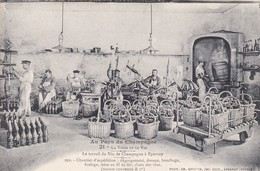 Cpa Dept 51 - EPERNAY - Au Pays Du Champagne - Le Travail Du Vin De Champagne  ( Voir Scan Recto-verso) - Epernay