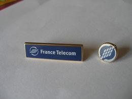 2 Pin's Logos FRANCE TELECOM ARTHUS BERTRAND - Telecom De Francia