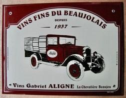 TOLE PLAQUE EMAILLEE VINS FINS DU BEAUJOLAIS DEPUIS 1937 GABRIEL ALIGNE LA CHEVALIERE BEAUJEU / EMAIL GIROD - Plaques Publicitaires