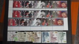 B78 Collection De 16 Enveloppes + 19 Carnets ** + 446 Timbres ** De Grande Bretagne. Très Beau. - Stamps