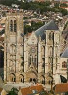 18 - Bourges - La Cathédrale Saint Etienne - Vue Aérienne - Voir Scans Recto-Verso - Bourges