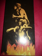 BOX N°45 - AC/DC - COMPILATION 5 CD JOLI COFFRET GRAND FORMAT + COMPLET DECAPSULEUR - MEDIATOR - STICKERS - Hard Rock & Metal
