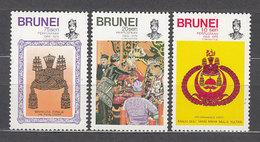 Brunei - Correo Yvert 239/41 ** Mnh  Coronaci�n Del Sult�n - Brunei (1984-...)