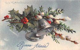 Bonne Année - Cloche - Houx - Chatons - Nouvel An